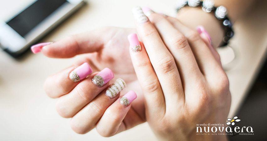 La ricostruzione unghie è di moda. È utile anche per chi si morde le unghie?
